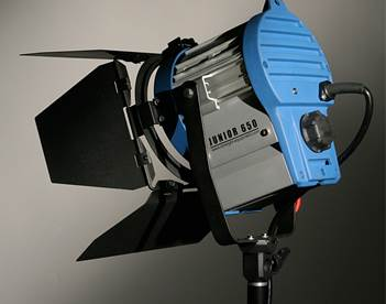 Studio_Tungsten_Fresnel_650W_Light.jpg